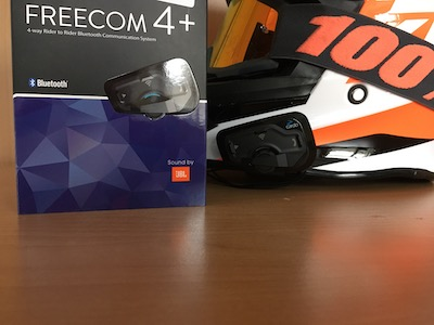 Cardo Freecom 4 Plus Test Verpackung und KTM Helm